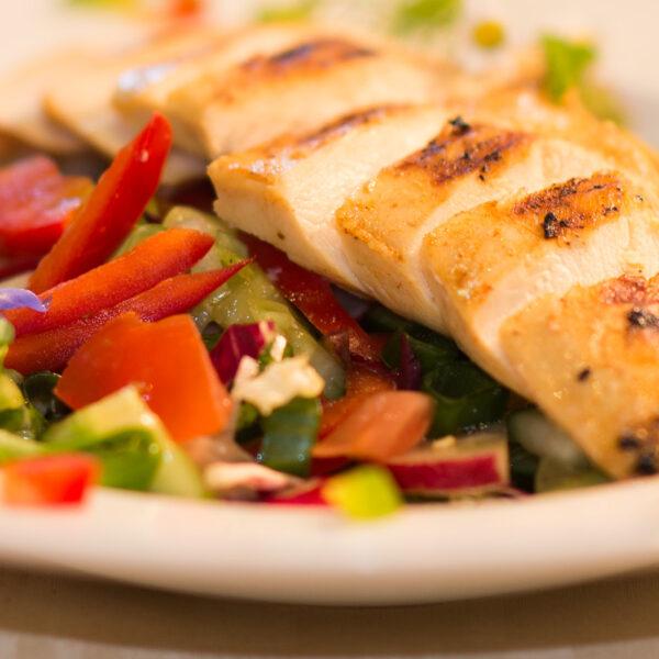 dorf wirt restaurant 84 huehnchen streifen salat