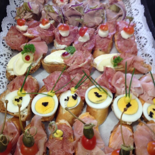 dorf wirt restaurant catering 2 broetchen salami schinken ei